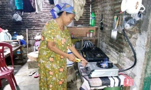 Salah satu rumah warga yang mendapat saluran biogas produk UPPO kodim 0815 Mojokerto