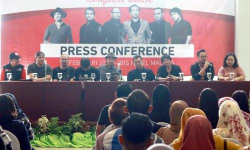 Preskon dengan media dan Sobat Padi, sebelum konser. (rizky pratama)