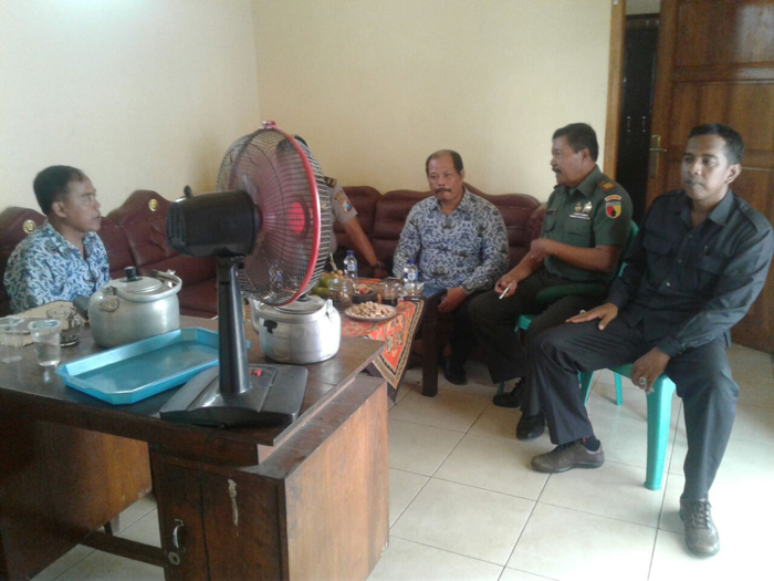 Danramil 0815/11 bersama Forpimka pantau proses seleksi perangkat Desa Kalipuro