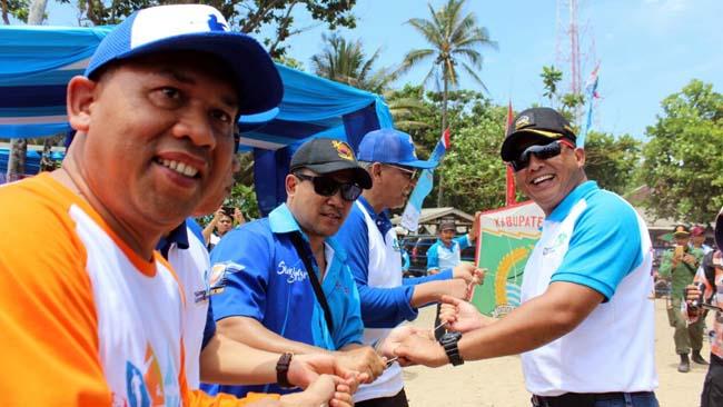 Malang Beach Festival, Dandim 0818 Terbangkan Layang layang