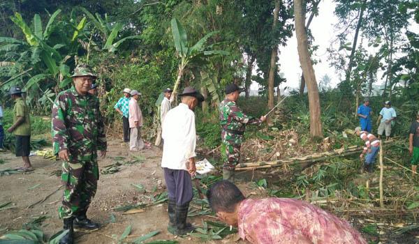 Karya Bhakti, Koramil Pakis Bangun TPS di Luar Pemukiman