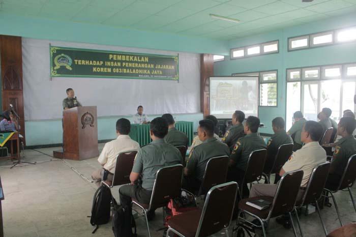 Pembekalan jurnalistik yang diberikan Panrem 083/BDJ Malang (pix).