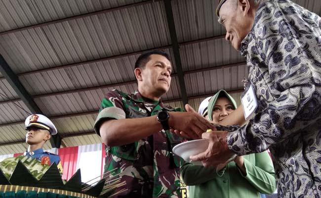 Peringati HUT ke 71, Pusdik Arhanud Potong Tumpeng Bersama Purnawirawan