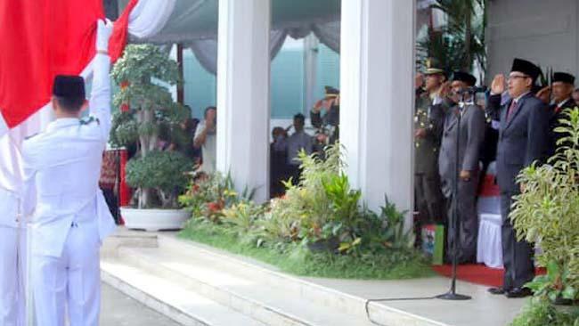 Sutiaji Pimpin Upacara Hari Pahlawan di Balai Kota Malang