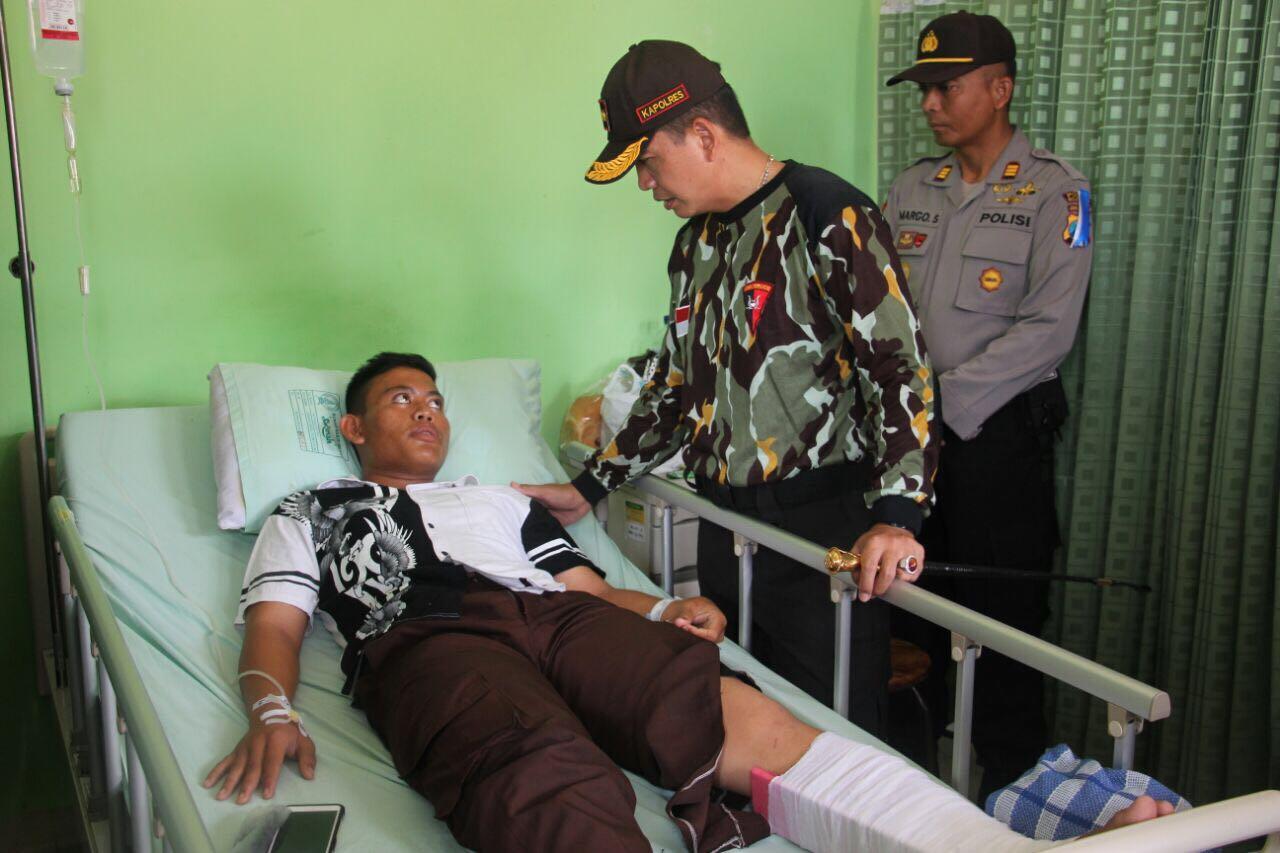 Kapolres Mojokerto Bezuk Anggota Saka Bhayangkara Korban Kecelakaan