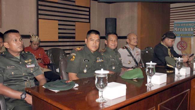 HADIRDanramil 081805 Kepenjen Kapten Arm Supiyarto mewakili Dandim 0818 Kab Malang-Batu Letkol Inf Ferry Muzawwad. SIP dalam sidang paripura