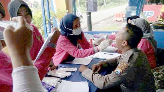 Biddokes Polda Jatim Cek Kesehatan di Pos Pam Banyuglugur Situbondo