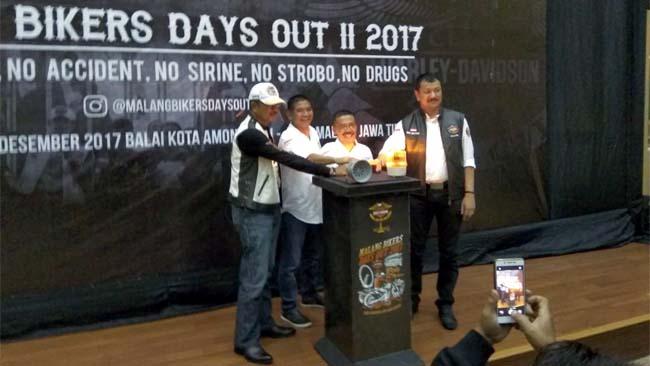 Bikers Harley Davidson Serbu Balai Kota Among Tani