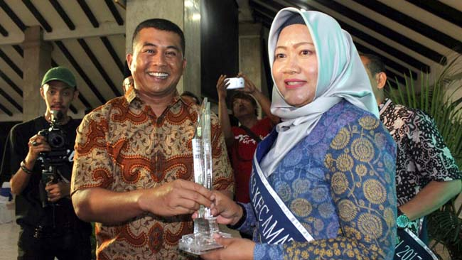 Dandim 0818 Kab Malang-Batu Turut Berikan Piala Penganugrahan Kecamatan Berseri