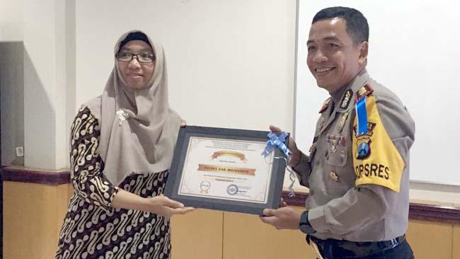 Kapolres Mojokerto Terima Penghargaan dan Tanda Tangani Pakta Integritas bersama KPPN