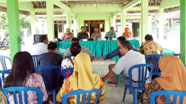 Bati Bakti TNI Koramil 081508 Dawarblandong Ikuti Konferensi Kepala Desa