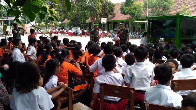 Si-Mokos Kodim 0815 Bekali Bela Negara Di SDN 3 Kedundung Kota Mojokerto