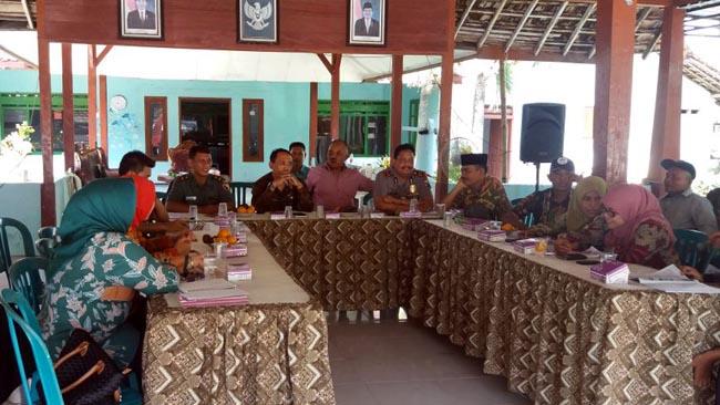 Wakili Danramil, Bati Tuud Koramil 081506 Kemlagi Hadiri Konferensi AKD dan Penyuluhan Penyakit Difteri