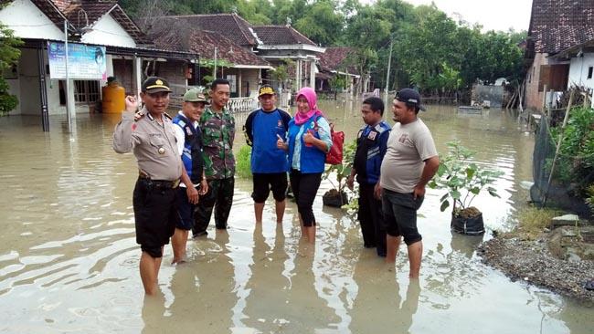 Koramil, Polsek, Tagana Turun ke Lokasi Banjir Dawarblandong
