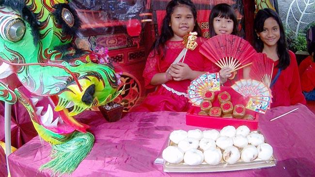 Peringati Cap Go Meh, SD Setia Budhi Gresik Tampilkan Atraksi Barongsai serta Bagi Kue