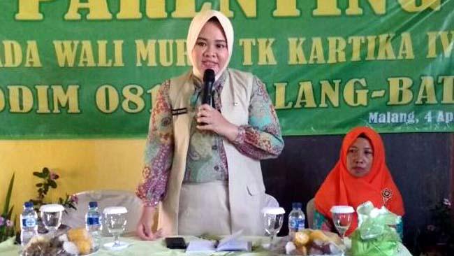 Ketua Persit KCK Cabang XXXII Berikan Parenting Wali Murid TK Kartika IV 13 Lawang