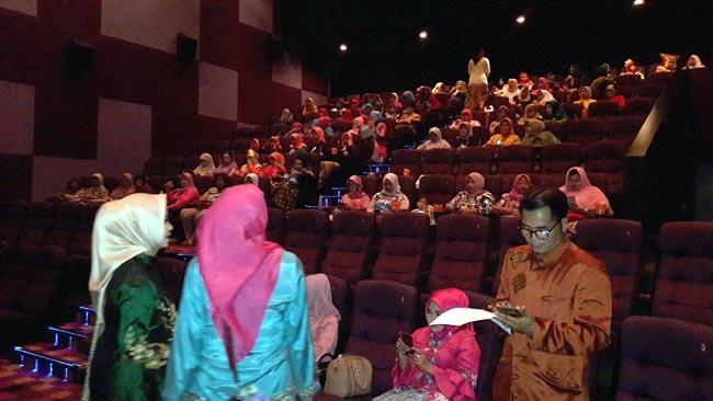 Peringati Kartinian, Istri Pejabat Sidoarjo Nobar Perjuangan Istri Abdi Negara