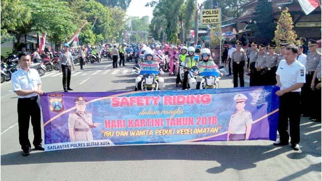 Safety Riding di Kota Blitar, Diramaikan Puluhan Emak-emak