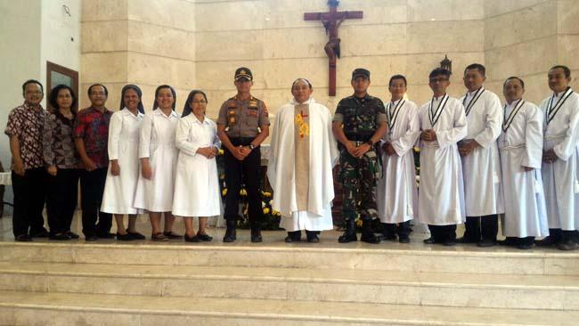 Dandim 0815 Bersama Kapolres Mojokerto Kota Pantau Langsung Keamanan Gereja