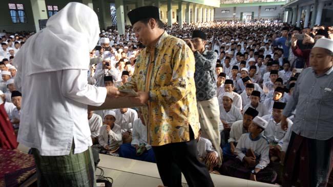 Ketum Golkar Silaturahmi ke Ponpes Al- Falah Ploso