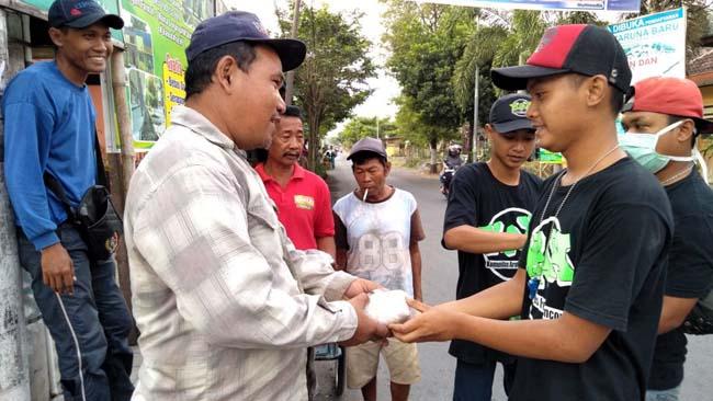 Tradisi Komunitas di Jember Berbagi Saat Jumat Manis