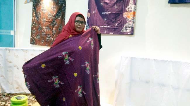 Batik Mbah Guru Karya Endang Dzunuraini Warga Lamongan Tembus Pasar Internasional