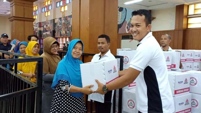 Gelar Pasar Murah, Semen Indonesia dan IIKSMI Jual 5.200 Paket Sambako