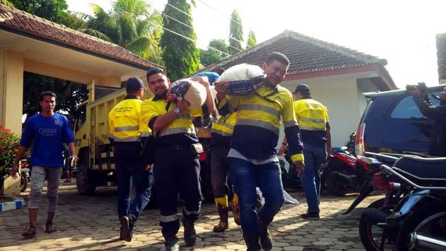 PT BSI berikan bantuan korban banjir Alasmalang