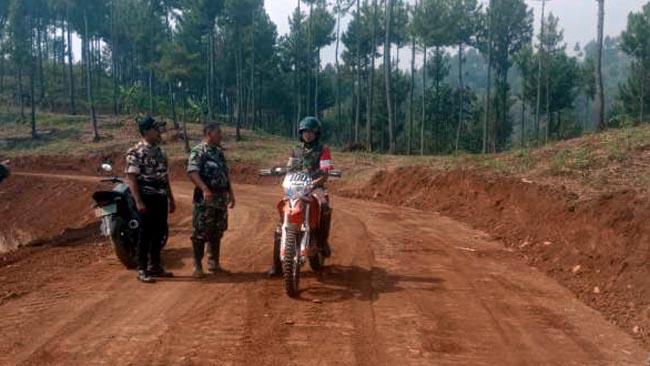 Dandim 0815 Tinjau Dua Akses Jalan Baru di Desa Jembul