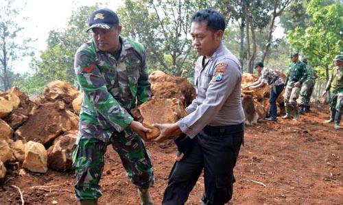 Terlihat Kebersamaan TNI-Polri di pelaksanaan TMMD Ke-102