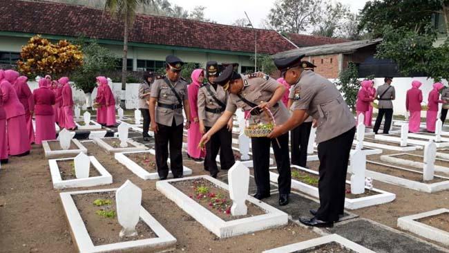 Hari Bhayangkara ke 72, Kapolres Trenggalek Ziarah TMP