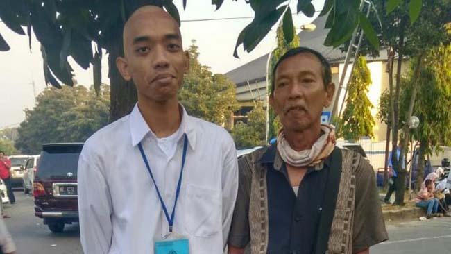 Putra Penjual Es Pinggir Jalan di Sidoarjo Lolos Jadi Polisi