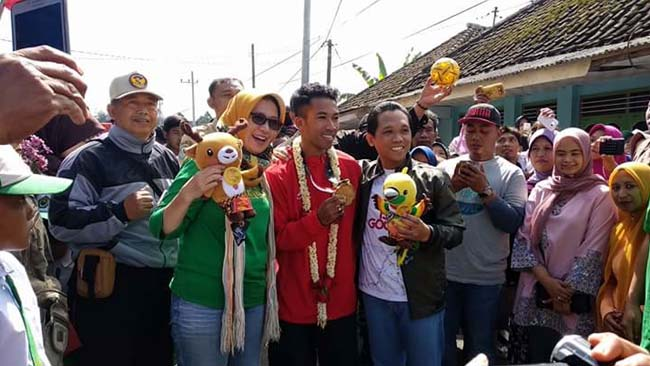 Cak Thoriq - Bunda Indah bersama Masyarakat Lumajang, Sambut Jawara Sepak Takraw Asian