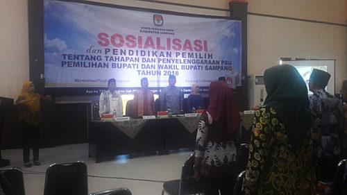 SOSIALISASI: Suasana sosilisasi dan pendidikan pemilih tentang tahapan dan penyelenggaraan Pemilihan Suara Ulang (PSU) di Gedung Balai Pertemuan Umum (BPU), kemarin.