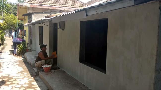 Kapolres Probolinggo Kota Renovasi Rumah Warga Tidak Layak Huni