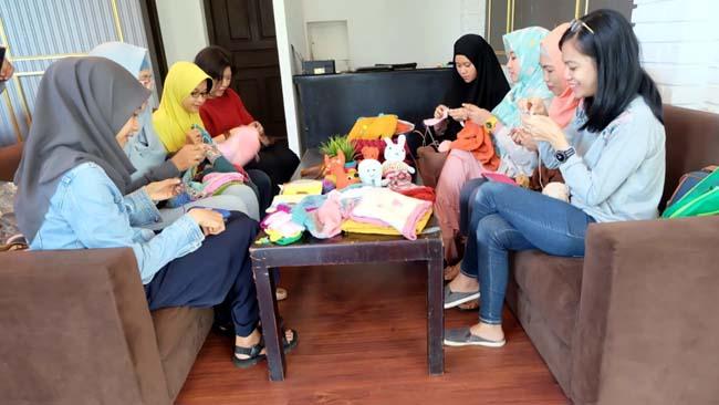 Le Tricoteur, Jalani Hobi Seraya Berbagi