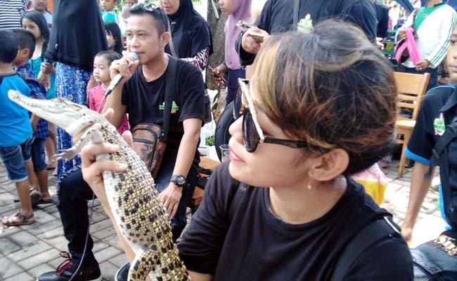 KPS Atraksi Jinakan Ular di Kolam Renang Jedong Cangkring