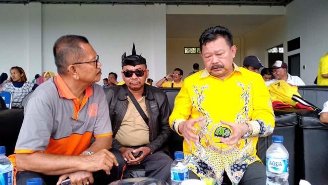 Mantan Kapolda Jatim dan Kepala desa Tanggul Wetan Suwadi ( Tuan Takur). (yud)