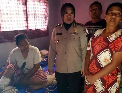 PROSESI : Pengobatan Warga Gunung Pecel Petek Pamotan. (H.Mansyur Usman/Memontum.Com)
