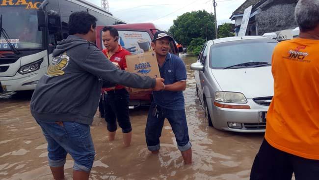 Gerak cepat, Tim Alfamart Salurkan Bantuan Banjir Madiun