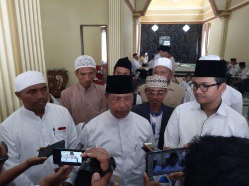 Ketua DPP IKAMA H Muhammad Rawi (tengah) bersama Bupati Bangkalan RK Abd Latif Amin Imron (berkacamata)