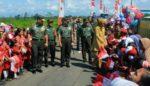Penutupan TMMD ke 104 Jember, Masyarakat Sambut Hangat Kedatangan  Pangdivif 2 Kostrad
