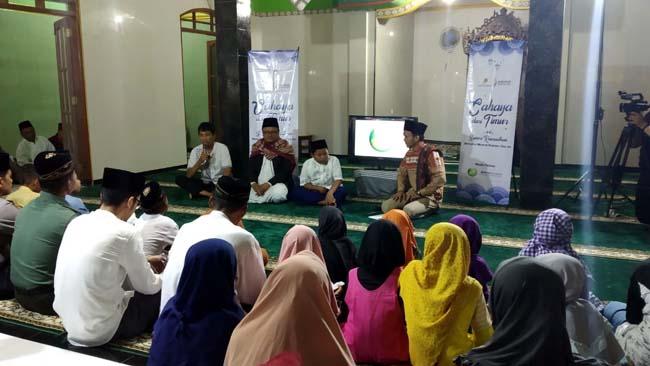 SANTUNAN - Minarak Brantas Gas menggelar Safari Ramadhan dengan santunan kepada anak yatim sekaligus buka bersama warga yang tinggal di sekitar sumur Migas Desa Kedungbanteng, Kecamatan Tanggulangin, di Masjid Al Abror, Jumat (10/05/2019).