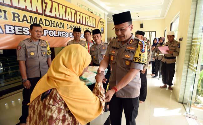 Polres Situbondo Salurkan 2,9 Ton Beras Zakat Fitrah ke 581 Fakir Miskin dan Anak Yatim