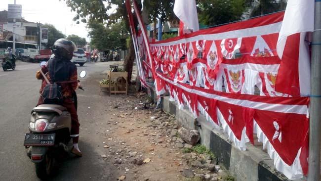 Jelang Dirgahayu RI, Penjual Umbul-Umbul Mulai Bertebaran di Jember