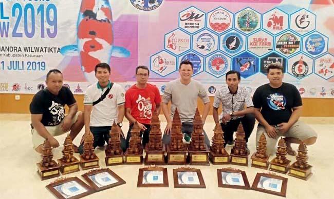 Harumkan Lumajang, LKC 'Borong' Piala di Young Indonesia Koi Show