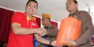 Alfamart-PWI Malang Raya Serahkan 100 Paket Sembako ke Anggota LVRI Kota Malang