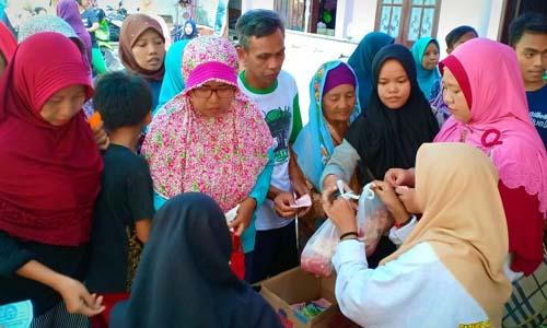 Kegiatan penyembelihan, penimbangan dan pembagian hewan qurban di Yayasan Al Ashan Rungkut Kidul 2 A Surabaya. (fan)