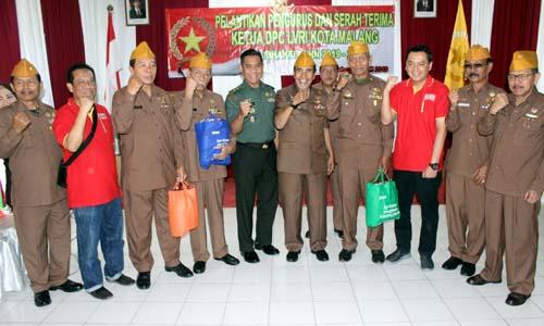 Alfamart bersama jajaran Kodim dan pengurus baru DPC LVRI Kota Malang. (rhd)
