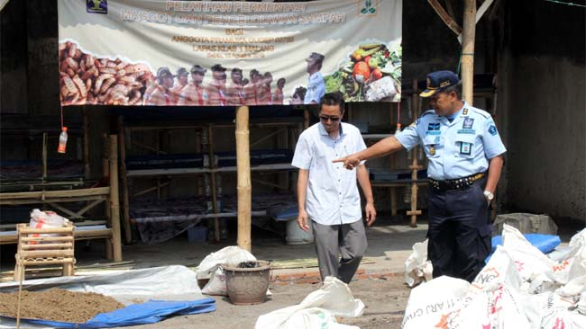 Pengolahan sampah melalui budidaya maggot jenis BSF di Lapas Lowokwaru. (rhd)